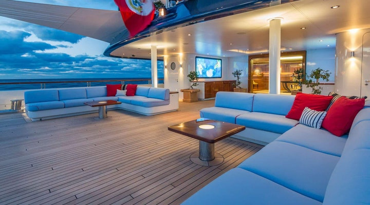 BELLA VITA luxury yacht MAIN DECK