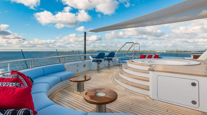 BELLA VITA luxury yacht SUN DECK