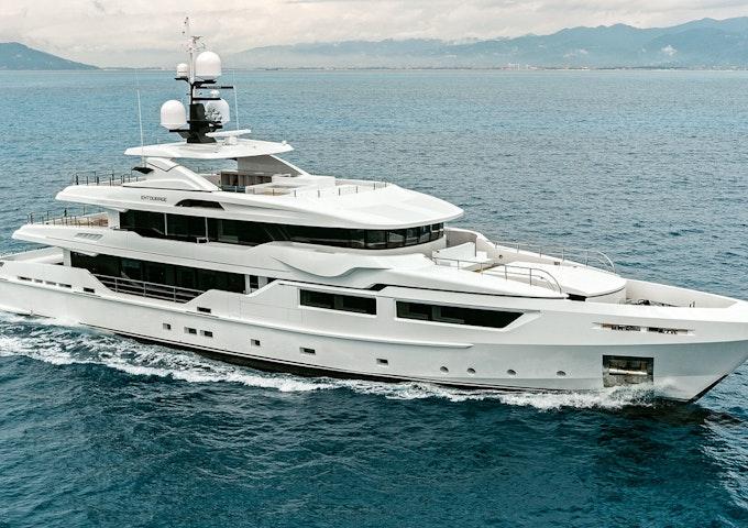 ENTOURAGE Admiral luxury yacht for sale Exterior photo