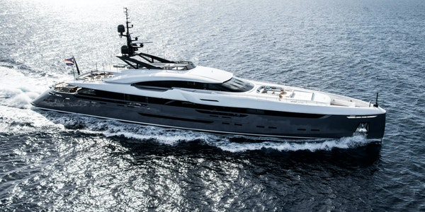 uxury-motor-yacht-Rossinavi-UTOPIA-IV-for-sale