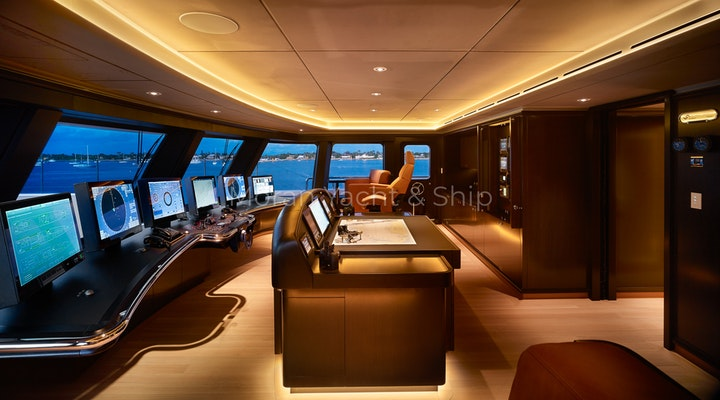 Feadship AQUARIUS Available For Sale - Wheelhouse