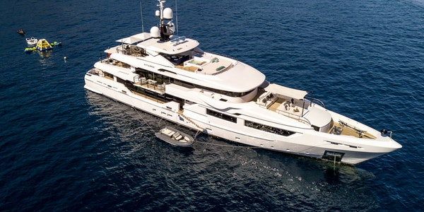 Luxury super yacht ENTOURAGE Admiral 46m for sale